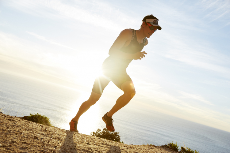 Vue et running : pour la course à pied, le port de lunettes de soleil adapté est indispensable pour préserver vos yeux.