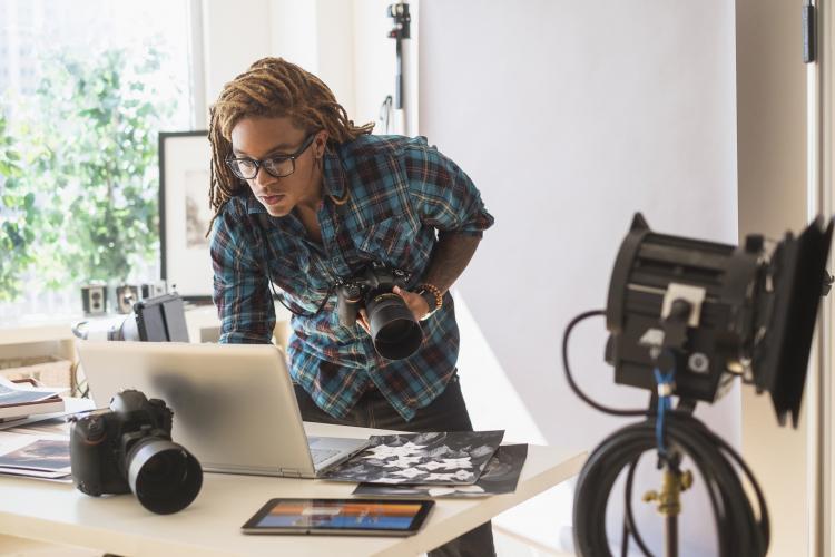 Vue et photographie : pour réussir vos photos et vos vidéos, portez des lunettes de vue adaptées à cette activité, où la vue est primordiale !