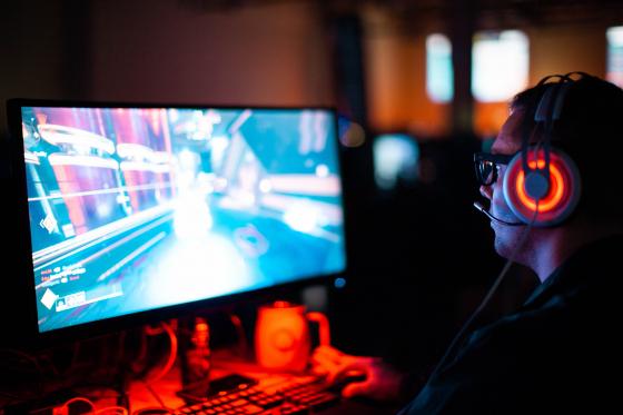 Jeux vidéo et vue : le gaming fatigue les yeux et nécessite le port de lunettes bénéficiant des bons traitements